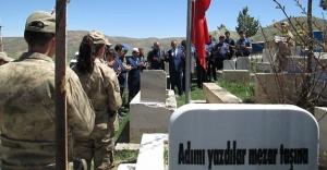 Şehit Türkoğlu mezarı başında anıldı