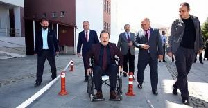 """Vali Pehlivan: """"Engelli kardeşlerimizin yanındayız"""""""