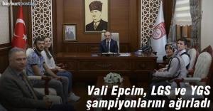 YGS ve LGS şampiyonlarına Vali Epcim'den ödül