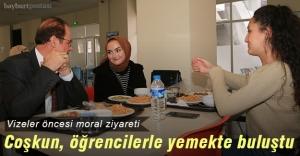 Rektör Coşkun, öğrencilerle yemekte buluştu