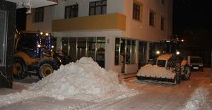 Belediyeden gece boyu kar mesaisi