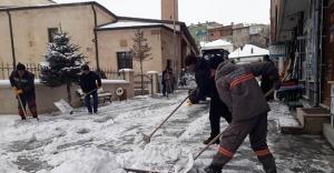 Belediyeden karla mücadele