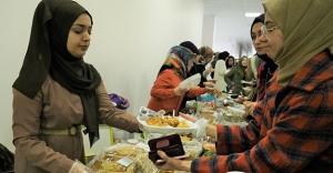 Öğrencilerden Depremzedelere Yardım Kermesi