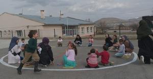 Demirözü Kız Yurdu, geleneksel oyunları yaşatıyor
