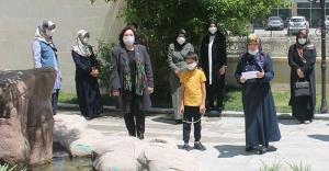 AK Parti Kadın Kolları, sokak hayvanlarına dikkat çekti