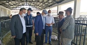 Başkan Pekmezci, Hayvan Satış Pazarını Ziyaret Etti