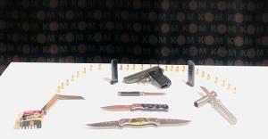 Bayburt'ta ruhsatsız tabanca ve kesici alet ele geçirildi!
