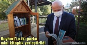 Bayburt'ta iki parka mini kitaplık yerleştirildi