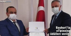 Karakaşoğlu, eTwinning ödüllerini takdim etti