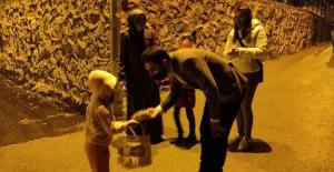 AK Parti Gençlik Kolları, 'onbeşi' dağıttı