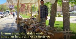 Mustafa Ozulu, ahşaptan hediyelik...