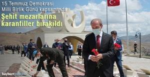 Bayburt'ta Şehit mezarlarına karanfiller bırakıldı