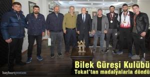 Bayburt Bilek Güreşi Takımı Tokat'tan madalyalarla döndü