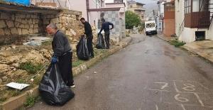 Bayburt'ta mahallelerde sonbahar temizliği