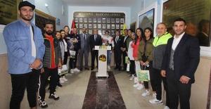 Olimpiyat Şampiyonu Busenaz Sürmeneli'nden Başkan Pekmezci'ye ziyaret