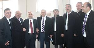 AK Parti, aday adaylarını STK#039;lara soruyor