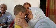 Dört nesil, bayramda Hatice Nine'nin elini öptü