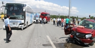 Otomobille otobüs çarpıştı: 1 ölü, 2 yaralı