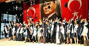 Mühendislik fakültesinde mezuniyet sevinci