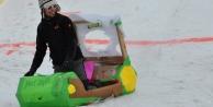 Palandöken'de karton kızaklar yarıştı