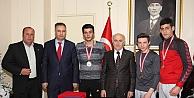 Vali Odabaş'tan şampiyon bilekçilere ödül