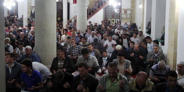Tüm camilerde eller, Soma için duaya açıldı