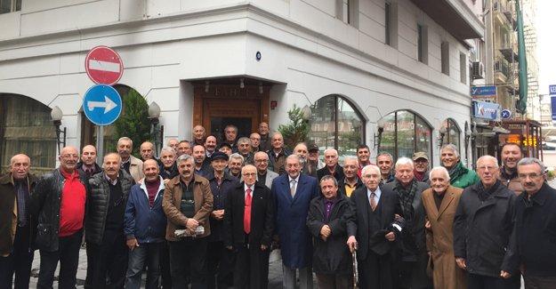 Sirkeci'de 'ihtiyar delikanlılar' ağırlandı