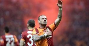 Sneijder'in ayakta alkışladığı 'o' isim Bayburt Grup'ta